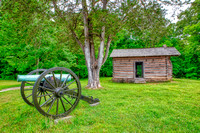 Cabin and Canon at the Chickamuga Battlefield in Chattanooga, TN